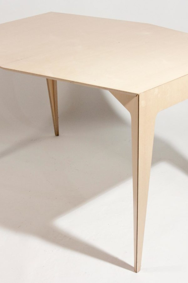 table-four-leka